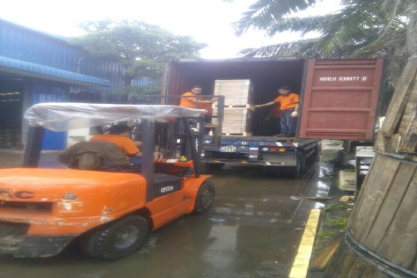 Unloading cargoes at Intertrans HCM warehouse